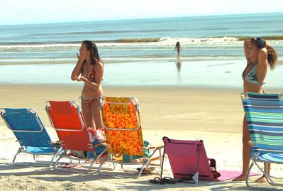 14 Girls putting on the suntan lotion
