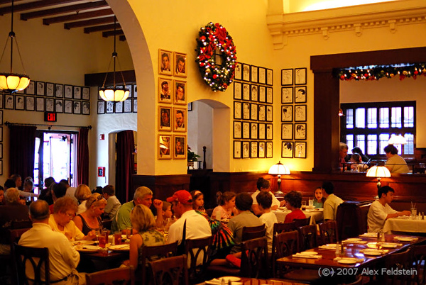 Dinner at the Brown Derby restaurant in MGM