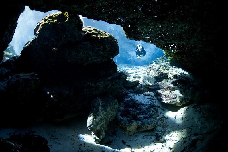 Diver entering Ginnie Cavern.