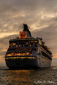 Cruise ship leaving port
