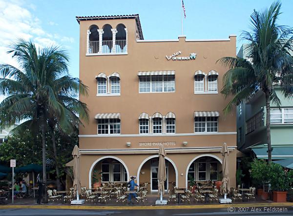 Shore-Park with Gloria Estefan's Larios restaurant on Ocean Dr.
