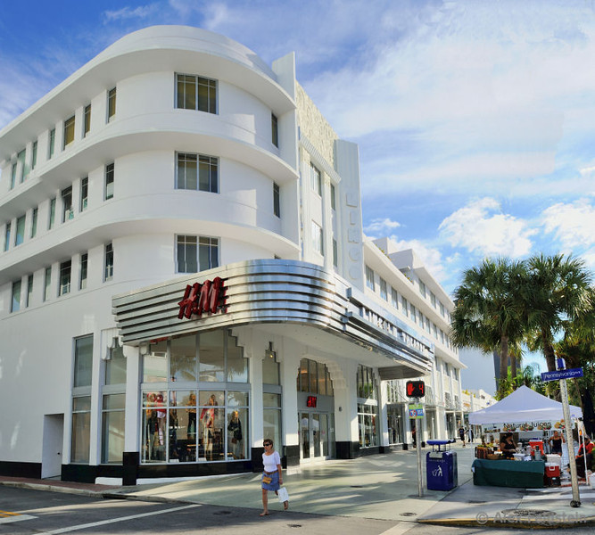 The old Lincoln Theater (now a mall) in Lincoln Rd. - SoBe