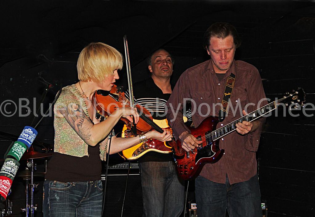 "Rebecca Dawkins, Joe Veloz,Tim O'Donnell <br>Nouveaux Honkies band <br><a href=""http://tnhband.com/"" target=""_blank"">http://tnhband.com/ </a>"