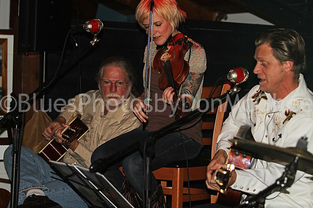 "Jerry Tillman, Rebecca Dawkins, Tim O'Donnell <br>Nouveaux Honkies band <br><a href=""http://tnhband.com/"" target=""_blank"">http://tnhband.com/ </a>"