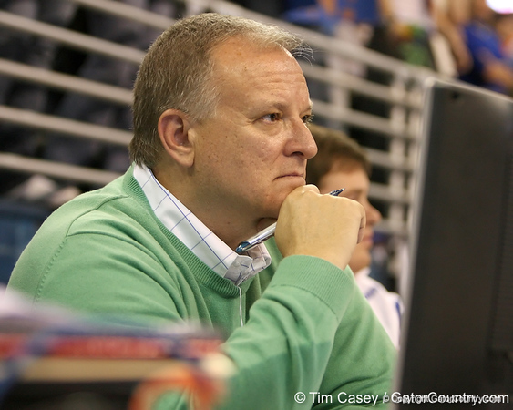 photo by Tim Casey<br /> <br /> Gator Country writer Franz Beard during the Gators' 196.850-196.825 loss to the Georgia Bulldogs on Friday, January 18, 2008 at the Stephen C. O'Connell Center in Gainesville, Fla.