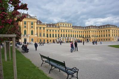 Wien, Outside Schönbrunn Palace