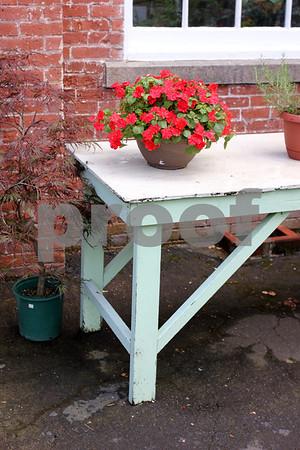 Florist's bench