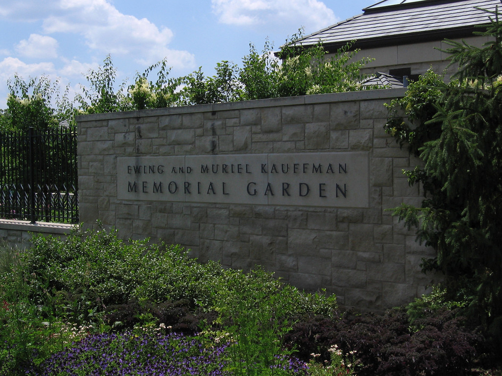 Street side entrance to the garden.