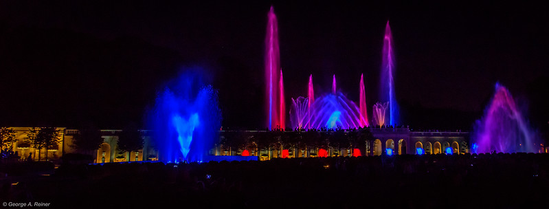 Start of the 9:15 PM fountain show