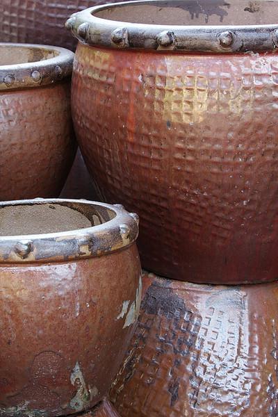 RCS5355 Large brown flower pots.