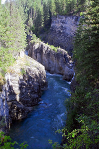 This is a gorge to the east of Packer's Roost. Joe took us on a sidetrail just after the bridge and walked downriver (north) to see this spot.