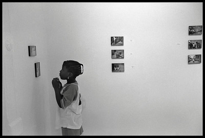 USA. New York City. 1998. A group of children gather to see the first exhibit of their own photographs in Gallery X, a public service gallery in Harlem.