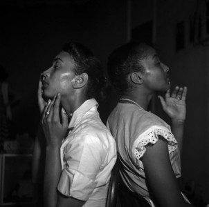 USA. New York. Harlem. Two young black models check their make-up backstage at the Abyssinian Church.1950.