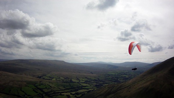 Mike (ML6) after take off on Cautley. Sky to south showing lots of high cover coming in.