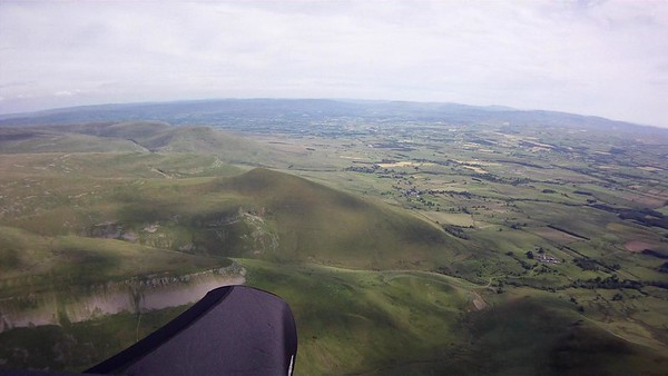 Approaching Murton Pike in the foreground.