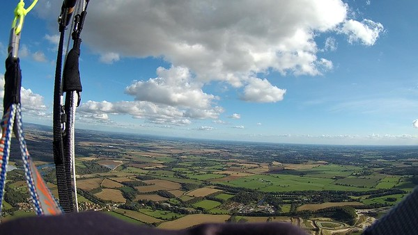 Ripon in the distance .... clouds but, now not working. Regretting not topping up in the good lift over Masham. Over-confidence puts you on the ground.