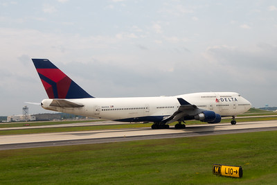 Delta 747-400 on its take off roll at ATL