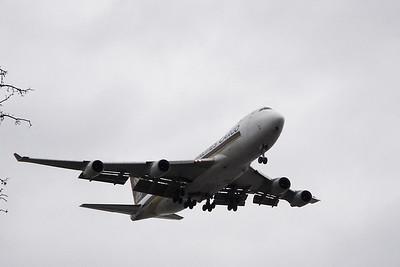 SIN Cargo B747-400F landing ANC