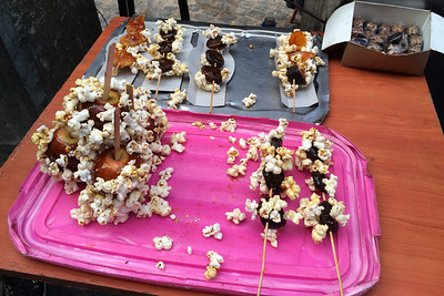 "Popcorn ""glued"" to candied fruit"