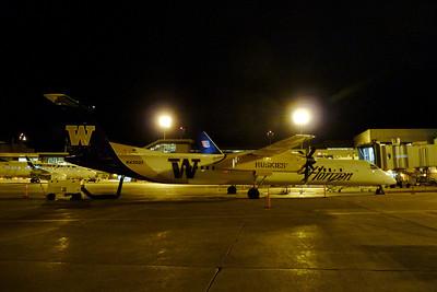 """Horizon Q400 """"Huskies"""", Calgary"""