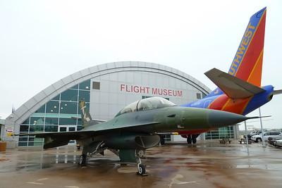 F-16D, B 737-300