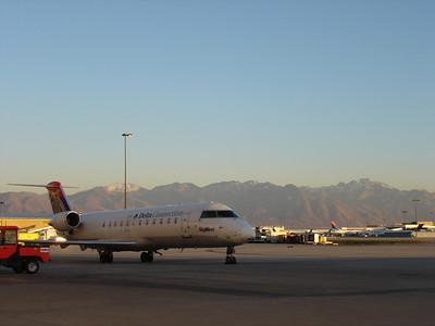 CRJ 200, SkyWest SLC Hangar