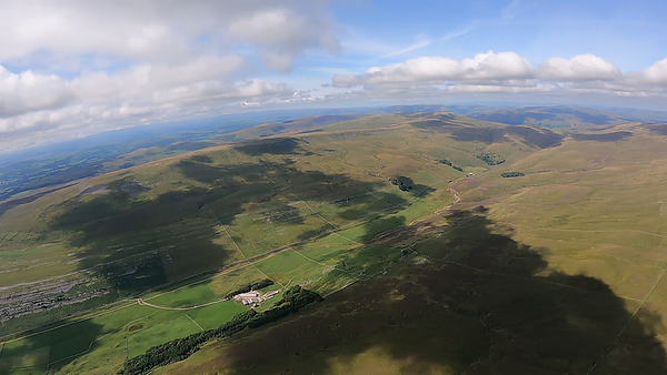 Kingsdale - a day to fly the clouds. Not a high base (4000') ... but they worked well.