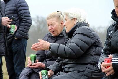 Birthe Jensen lytter til Randi Larsen