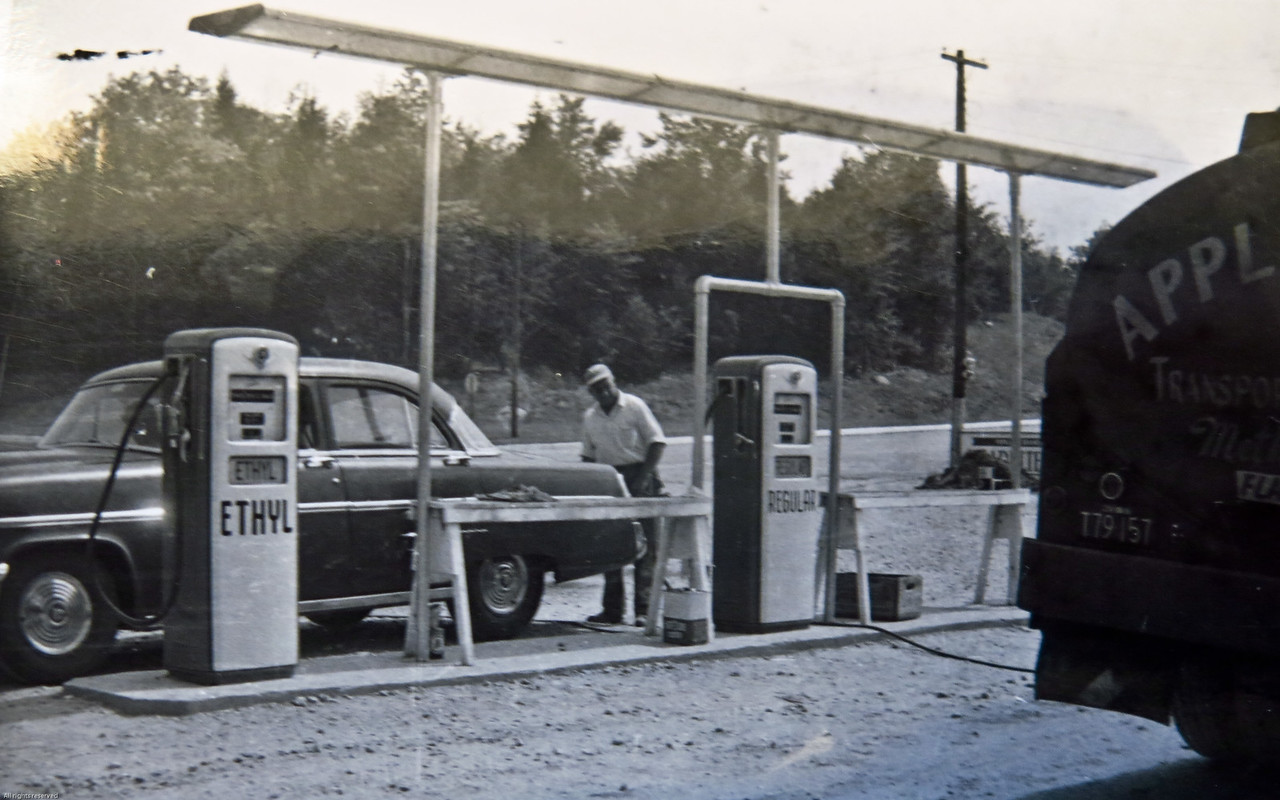A picture of the gas station in Rindge shortly after the station opened