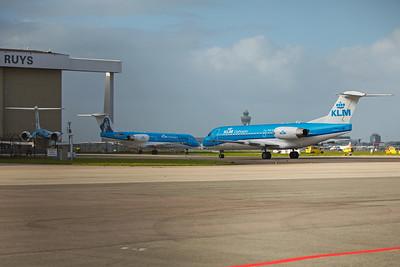 KLM Cityhopper Fokker F70 PH-KZL 10-29-17 4