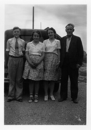 Een family (Clarence, Agnes, Olive, John) Undated.