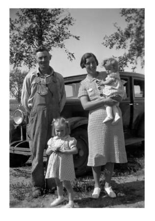 Tom, Esther, Ilah & Sharon McCready, 1940