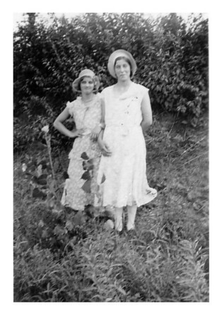 Hulda Leabo and Esther McCready, 1932