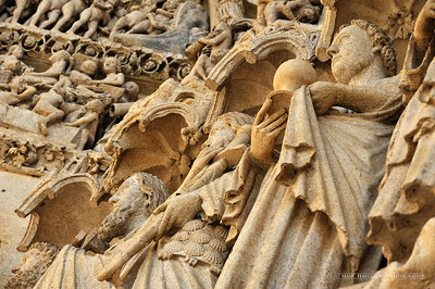 Detail of the central portal - the apostles