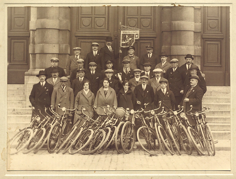 "Cyclists Club ""Het Blauwe Wiel"", Antwerp (1925)"