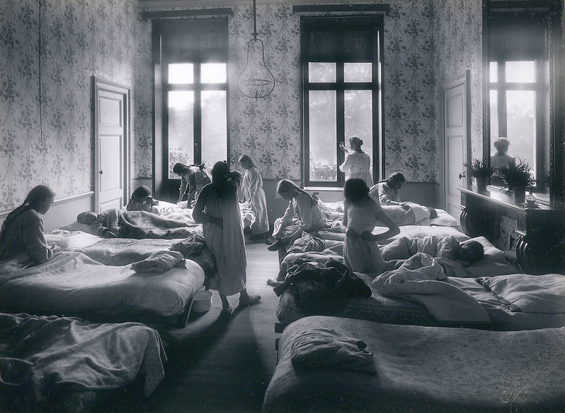 The dormitory (c. 1914-1919)