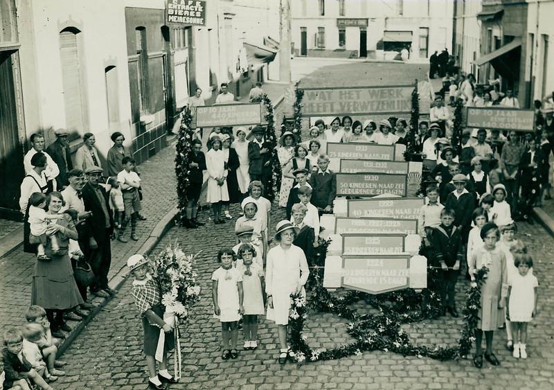 Street parade in St. Amandsberg (1933)