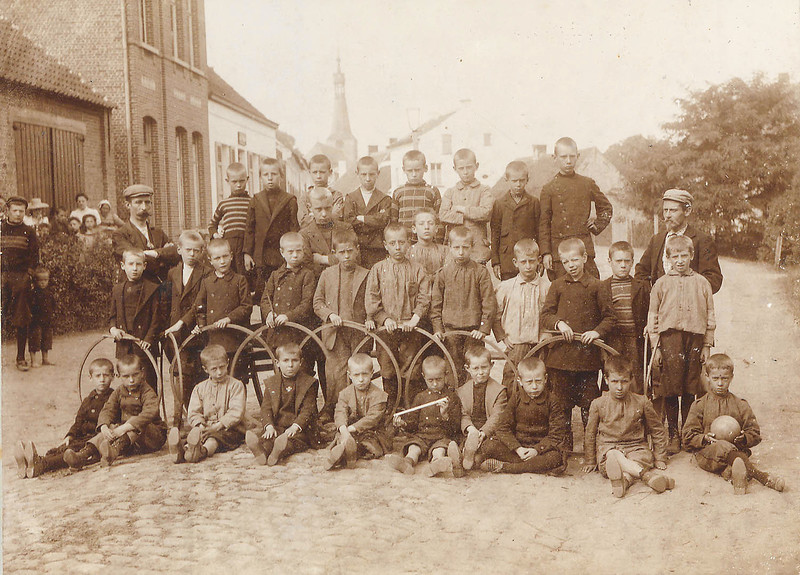 The boys group from Diesterweg's Hulpkas in Itegem (August 1899)