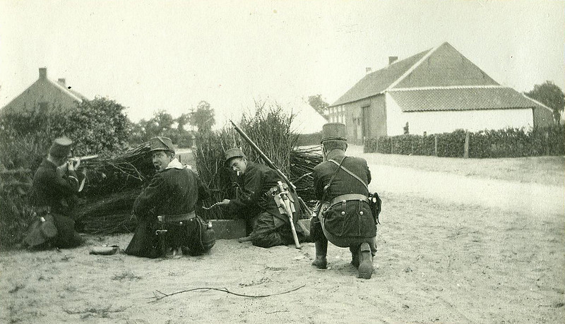 An improvised roadblock (August 1914)