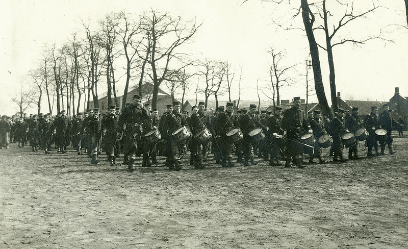The 7th Line Regiment marching near the barracks of Beverlo (April 1914)