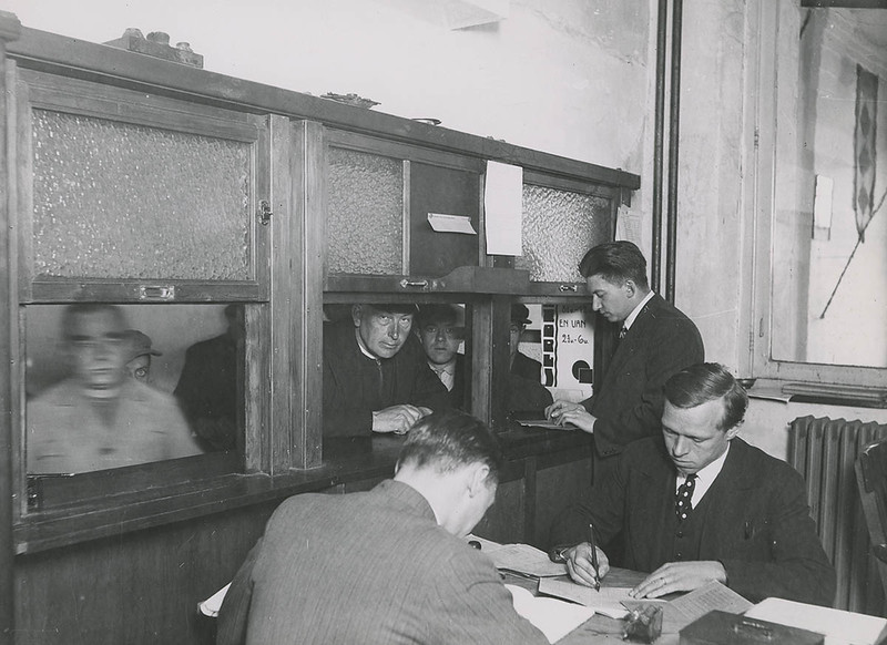 A look behind the counter (1935)