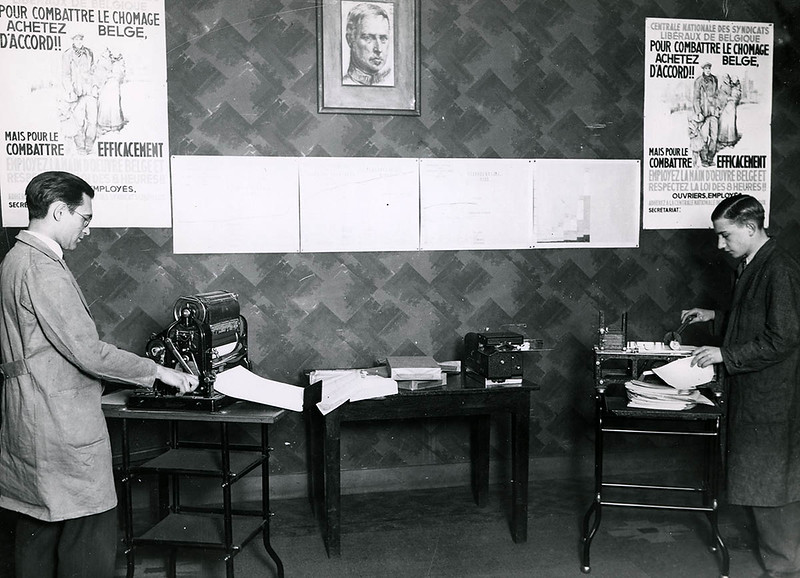 The mailing department (1935)