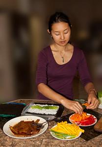 Preparing all-vegetable sushi