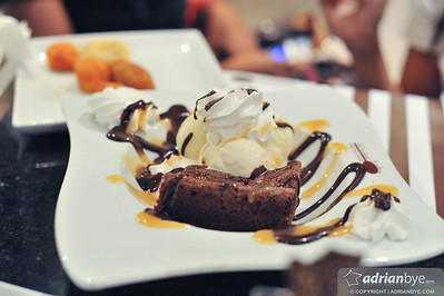 This is a brownie with dulce de leche sauce at La Cuchara de Madera, Santo Domingo