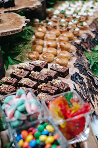 2020-03-07 Sweets Stations-4