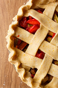 Strawberry Rhubarb Pie Crust Assembly