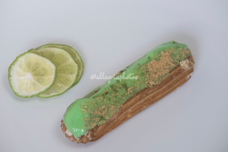 A lime eclair
