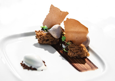 """Royal chocolate palet """"nyangbo"""", """"beurre noisette"""" burnt butter ice cream, caramel caocao sponge and textures"""