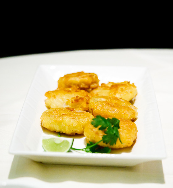 Pan-fried lotus root filled with fresh crab meat