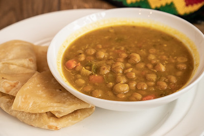 11 Hauz curry chickpea w-roti-01778
